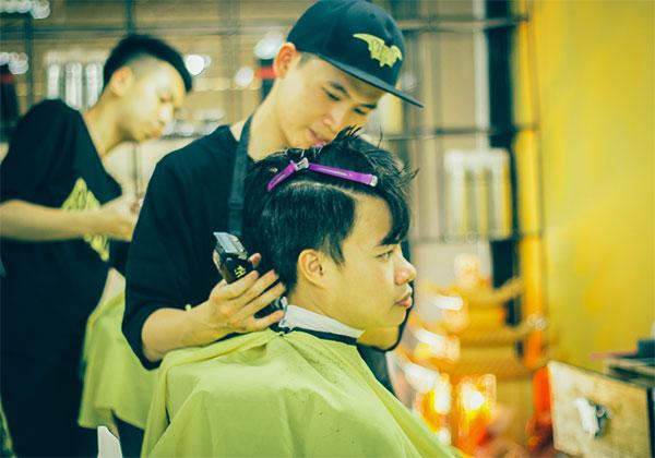2. Cắt tạo kiểu với  Barber chính hiệu