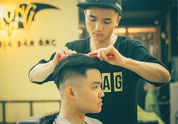 5. Vuốt sáp - xịt gôm  giữ tóc đẹp trai